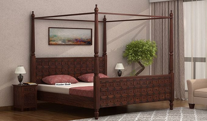 A 4-poster bed without storage