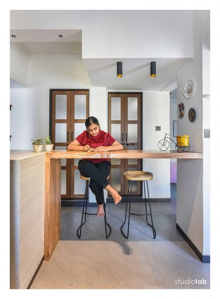 A breakfast nook and bar in the 600 sq.ft apartment in Mumbai.