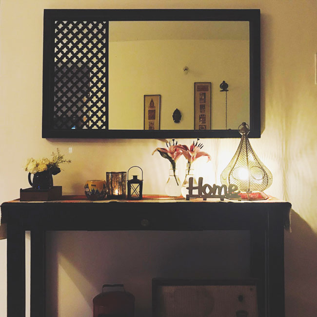 A beautiful mirror in the entryway with a console table.