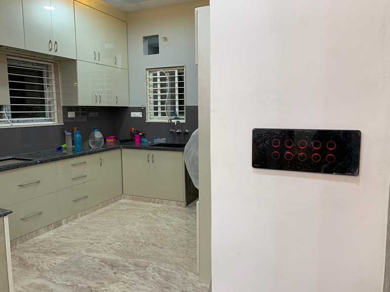 Smart home control panel for fans and lights by HOGAR. Available in India.