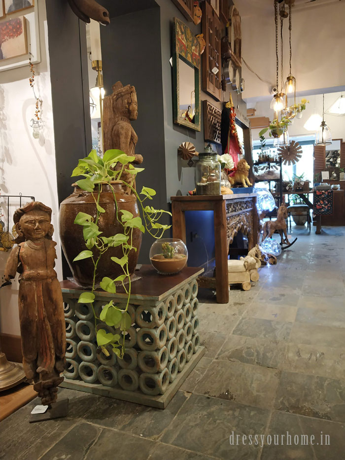 The decor of the store accentuates the objects in it. From exposed bricks to polished cement flooring, the store takes its looks seriously to blend in with what it sells.