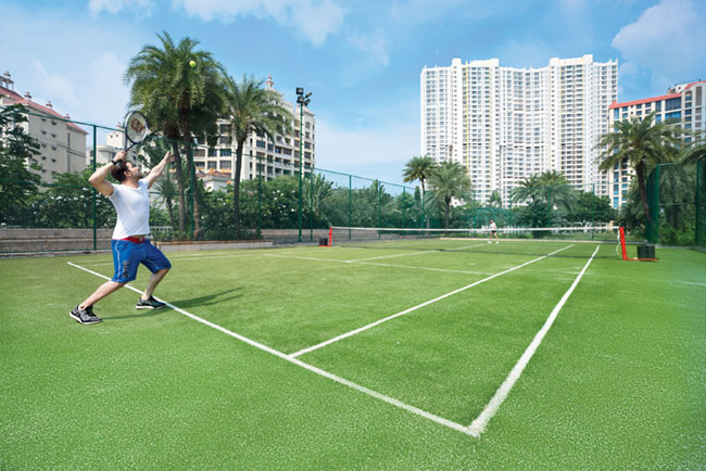 A sneak peek into tennis court and other amenities at super luxury apartment Raheja Exotica Madh Island