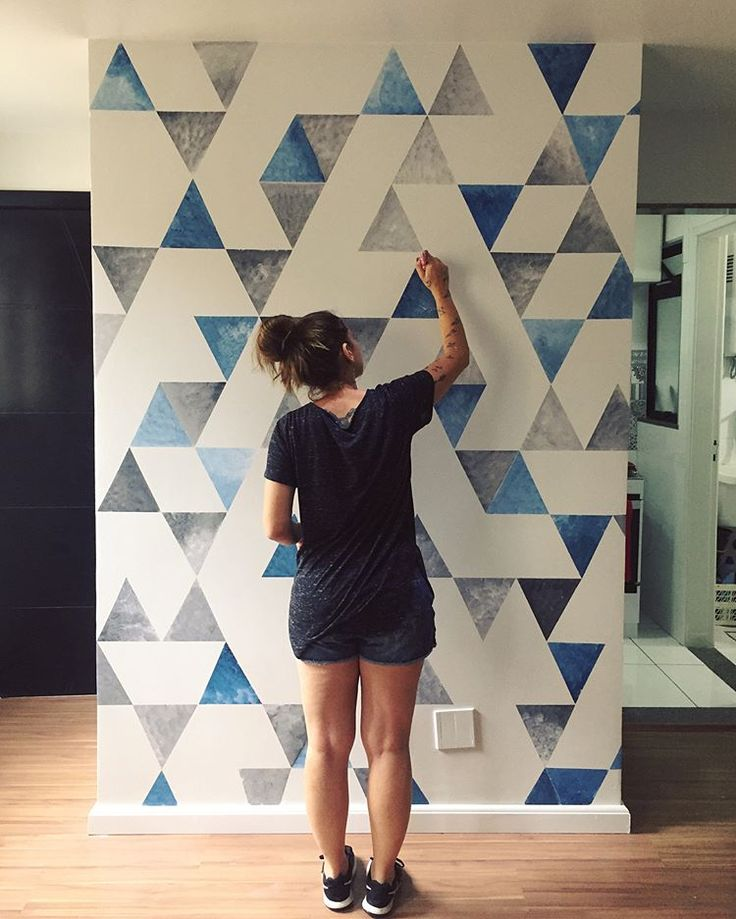 A triangle geometric wall in action